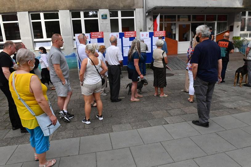 Kolejki podczas głosowania w I turze wyborów /Leszek Szymański /PAP