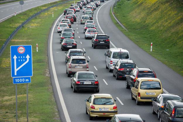 Kolejki przed bramkami na A1 koło Torunia, zdj. ilustracyjne /Lukasz Piecyk /Reporter