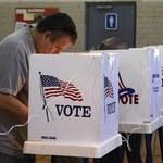 Kolejki przed lokalami wyborczymi, Obama i Romney walczą do końca