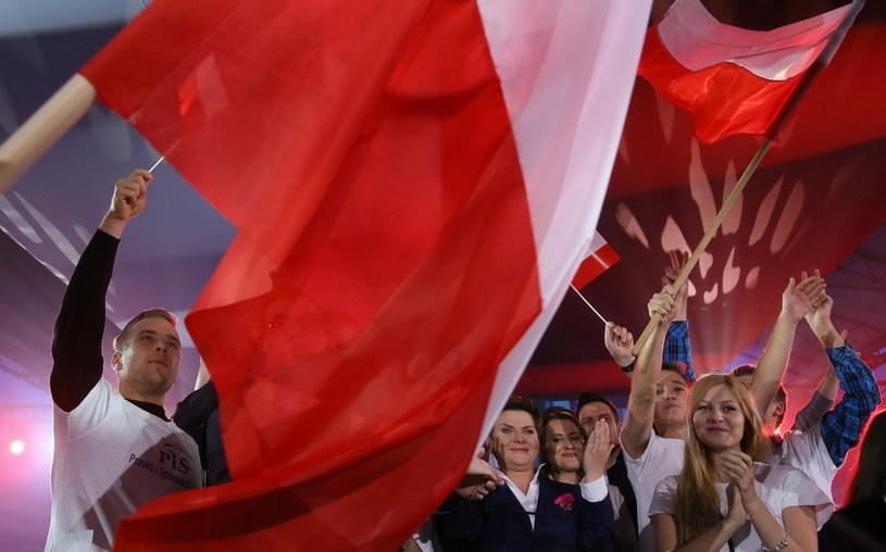 Kolejne sondaże prognozują zwycięstwo PiS-u /Paweł Supernak /PAP