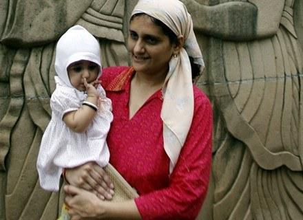 Kolejne żony bez zgody pierwszej - to pomysł irańskiego rządu /AFP