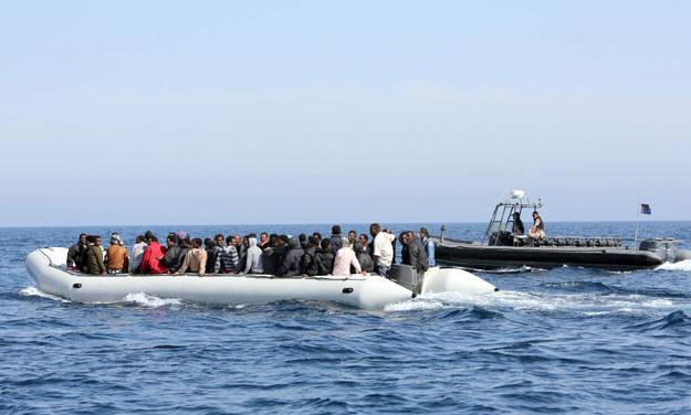 Kolejni imigranci próbujący dopłynąć do Europy fot. MAHMUD TURKIA; zdj. ilustracyjne /AFP