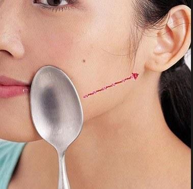 Kolejność wykonywania masażu twarzy krok 3 /© Photogenica
