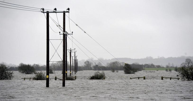 Kolejny atak wichury i deszczu na Wyspach Brytyjskich /PAP/EPA