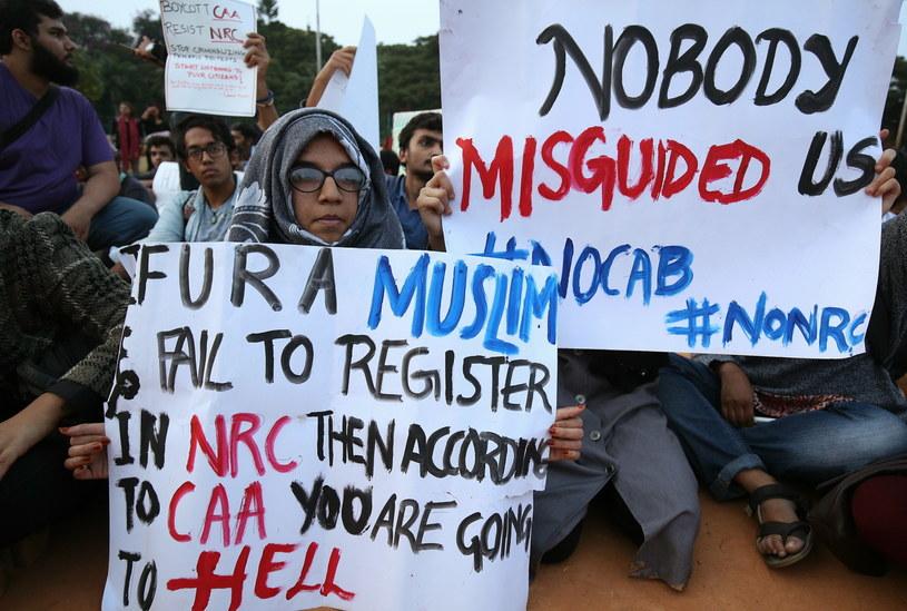 Kolejny dzień protestów przeciw nowemu prawu o obywatelstwie w Indiach /JAGADEESH NV /PAP/EPA