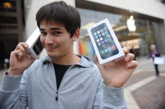 Kolejny iPhone będzie wyraźnie większy od modelu 5s /AFP
