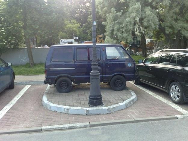 Kolejny mistrz parkowania