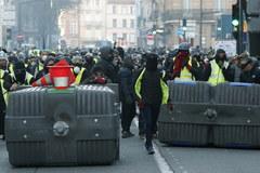 """Kolejny protest """"żółtych kamizelek"""""""