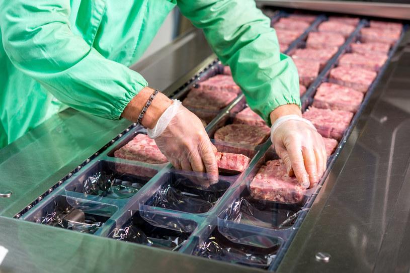 Kolejnych siedmiu pracowników starachowickiego zakładu mięsnego zakażonych koronawirusem (zdj. ilustracyjne) /Mark Agnor /123RF/PICSEL