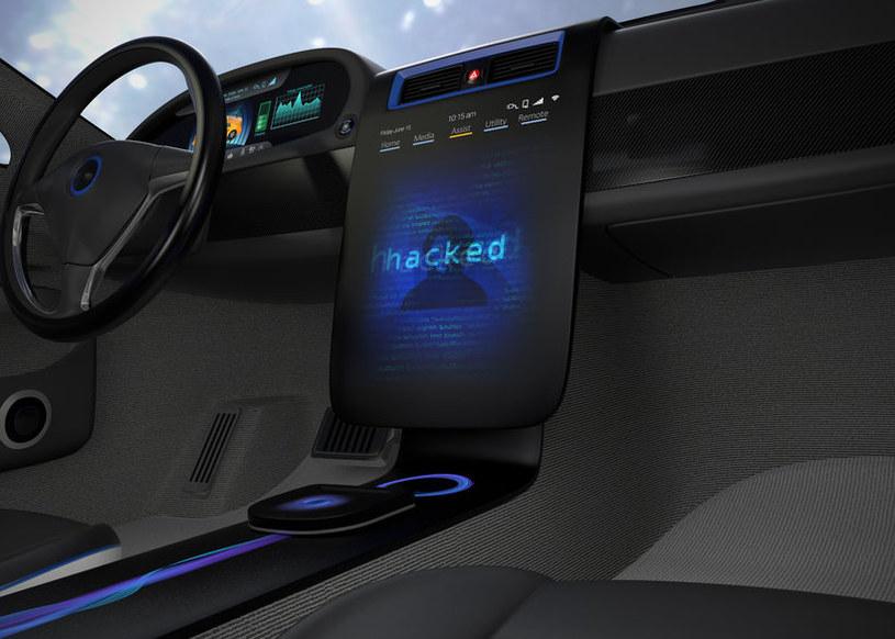 Kolejnym celem hakerów będą nasze samochody /123RF/PICSEL