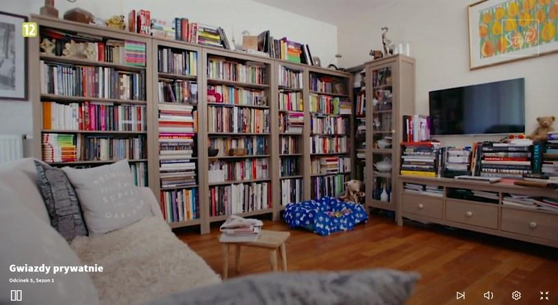 Kolekcja książek zrobiła na Uli duże wrażenie! (Screen: player.pl) /materiał zewnętrzny