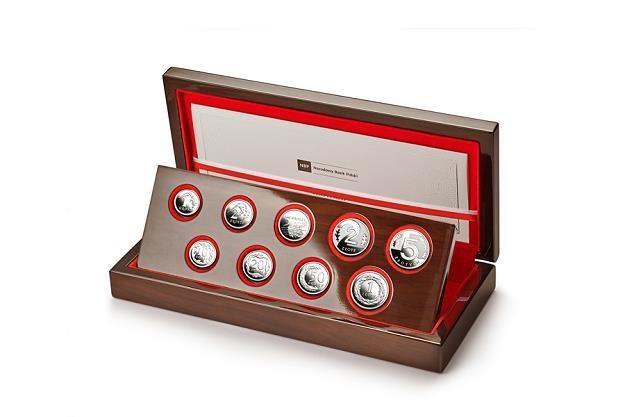 Kolekcja monet w etui /NBP /