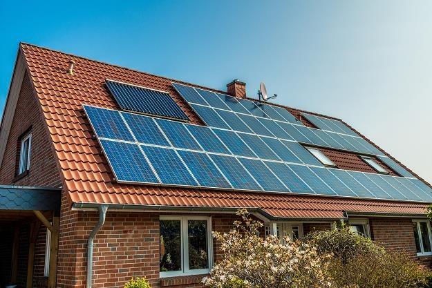 Kolektory słoneczne - czy to sie opłaca? /©123RF/PICSEL