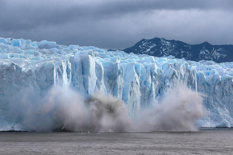 Kołem ratunkowym dla topniejących lodowców mogą być opady, które prowadzą do narastania bryły /Getty Images