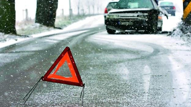 Kolizja na jezdni, która nie została odśnieżona, nie zwalnia kierowcy z odpowiedzialności za stłuczkę. /Motor