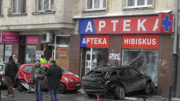 Kolizja na Mokotowie. Samochód wjechał w aptekę /Wojtek Laski /East News
