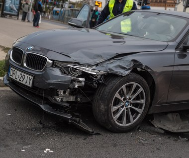 Kolizja nieoznakowanego policyjnego BMW
