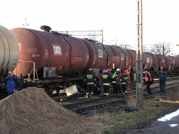 Koło Olsztyna zderzyły się cysterny, wyciekło 60 tys. litrów oleju