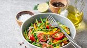 Kolorowa sałatka ze szparagami