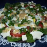 Kolorowa sałatka ze szpinakiem