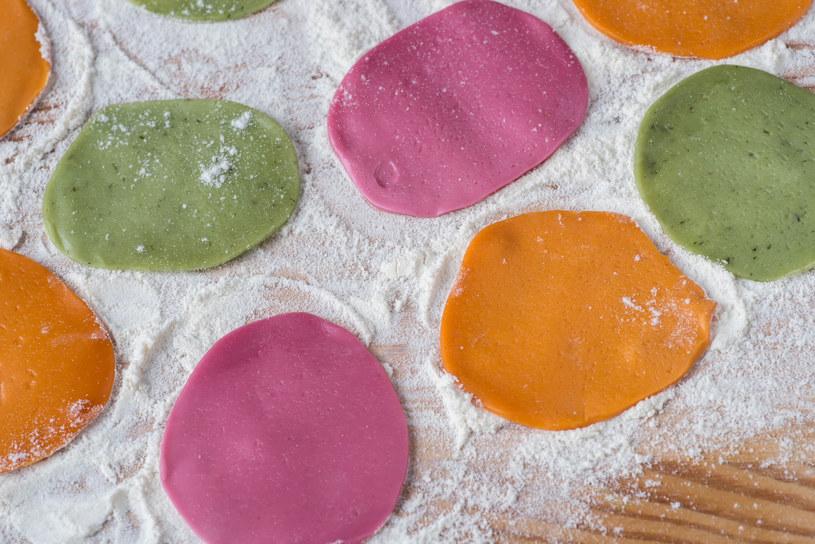 Kolorowe ciasto na pierogi? To prostsze niz myślisz! /123RF/PICSEL