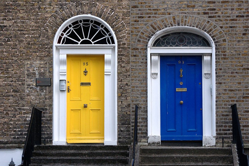 kolorowe drzwi /© Photogenica