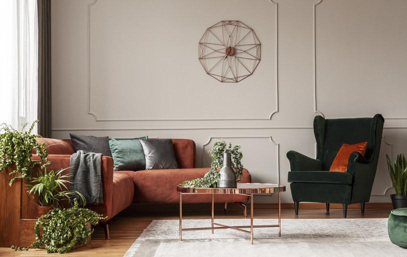 Kolorowe poduszki ułatwią aranżację /123RF/PICSEL