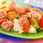 Kolorowe risotto z parówkami