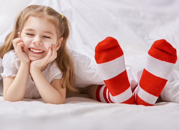 Kolorowe skarpetki możesz nosić w każdym wieku /123RF/PICSEL