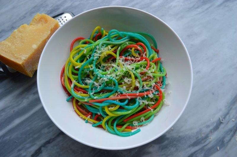 kolorowe spaghetti /© Photogenica