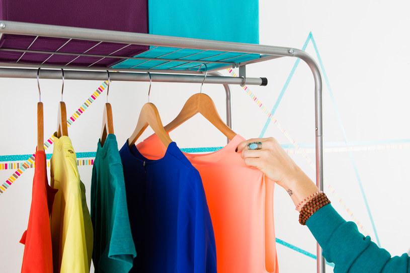kolorowe ubrania /© Photogenica