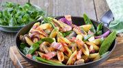 Kolorowe warzywa w paście curry