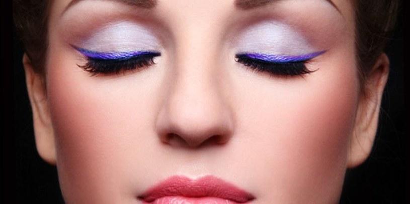 kolorowy eyeliner /© Photogenica