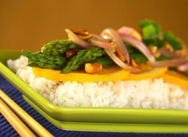 Kolorowy talerz poprawia apetyt /© Panthermedia