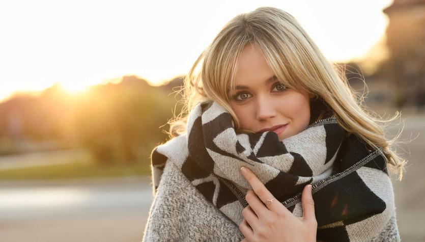Kolory dla blondynki: Jak wyglądać młodo i promiennie?