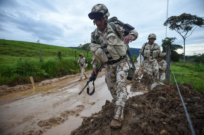 Kolumbijscy żołnierze patrolują tereny opuszczone przez FARC /Raul Arboleda /AFP