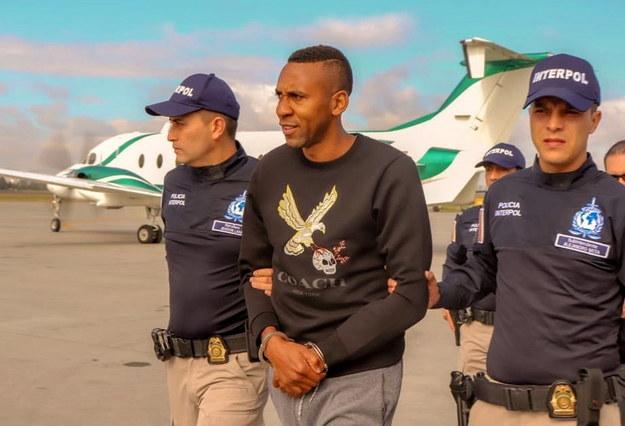 Kolumbijska policja przekazała byłego piłkarza Stanom Zjednoczonym /Colombian Police HANDOUT /PAP/EPA