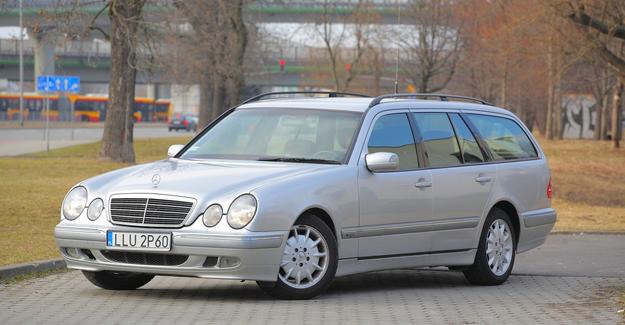 Kombi: typ S210. Pojemność bagażnika to 600-1975 l. Mniej popularne niż sedan. /Motor
