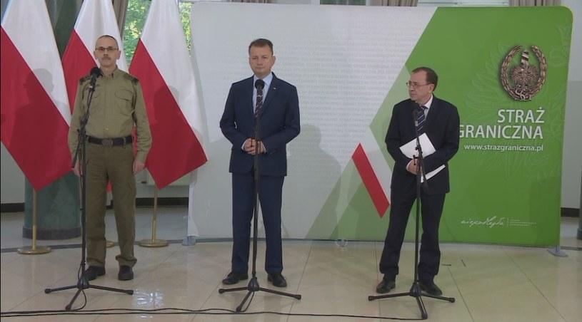 Komendant główny Straży Granicznej, szefowie MON i MSWiA podczas konferencji prasowej w Warszawie /Polsat News /Polsat News