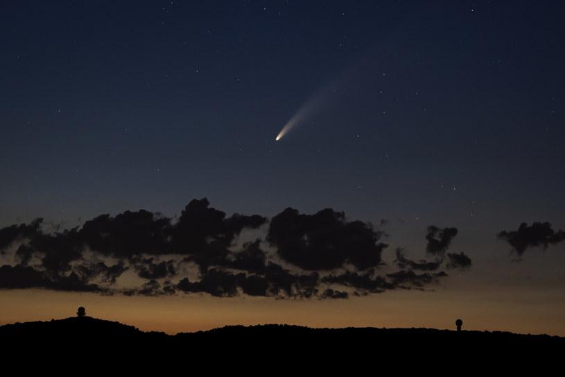 Kometa widziana w niedzielę na austriackim niebie. Najbliżej Ziemi ma być 23 lipca. /CHRISTIAN BRUNA /PAP