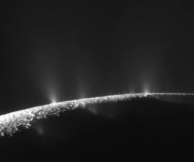 Kominy hydrotermalne źródłem życia na księżycach?