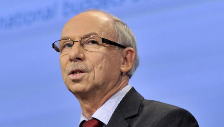 Komisarz UE ds. budżetu Janusz Lewandowski. /AFP