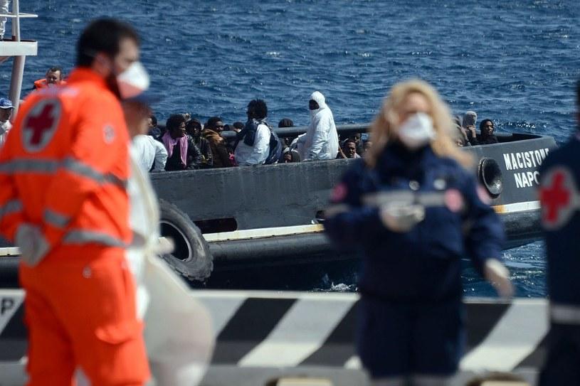 Komisja Europejska, która przygotowała plan rozwiązania problemu uchodźców, zaproponowała, by na próbę pięć tysięcy imigrantów rozesłać do państw członkowskich /AFP