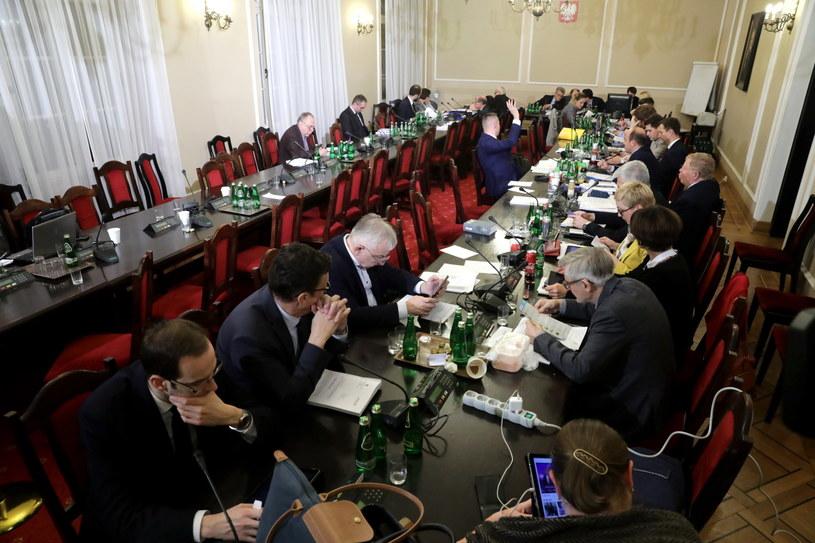 Komisja w trakcie prac nad  prezydenckim  projektem nowej ustawy o Sądzie Najwyższym / Tomasz Gzell    /PAP
