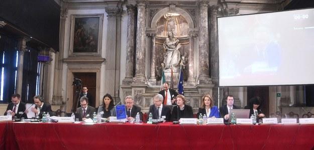 Komisja Wenecka oskarża o wywołanie kryzysu konstytucyjnego PiS oraz poprzednią koalicję