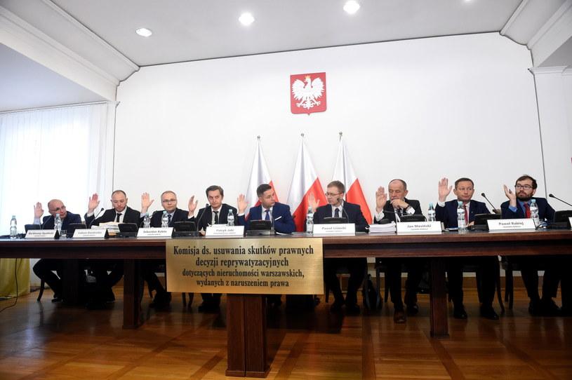 Komisja weryfikacyjna ds. warszawskiej reprywatyzacji /Radek Pietruszka /PAP