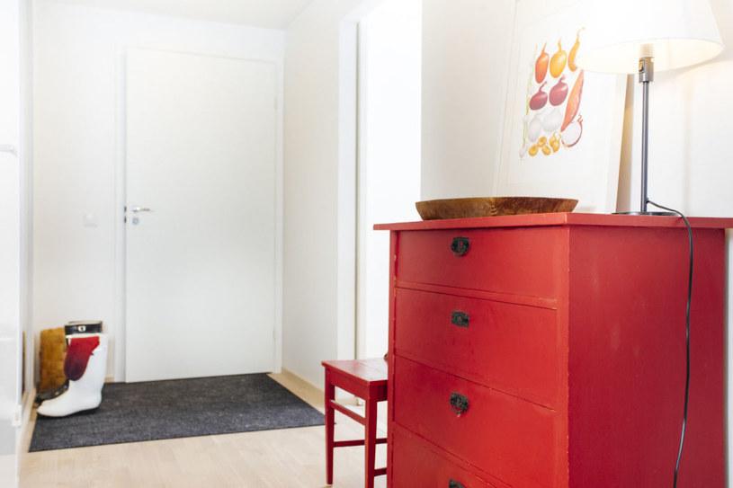 komodę, którą po renowacji zachwycają się wszyscy goście, fot. YIT /materiały prasowe