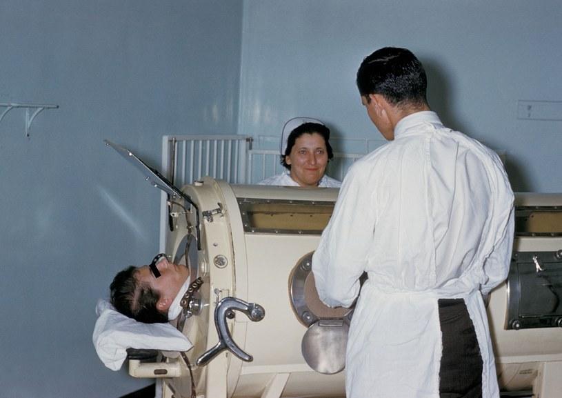 Komora żelaznego płuca  wytwarzała podciśnienia wokół jamy klatki piersiowej /Getty Images