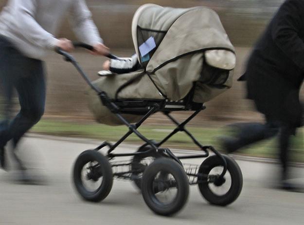 Komornik bezprawnie zajmie wózek dziecięcy (zdjęcie ilustracyjne)? fot. Radek Mica /AFP