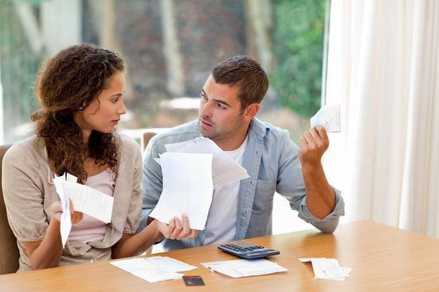Komornik może zająć wynagrodzenie, rachunek bankowy czy nieruchomości, aby odzyskać należne kwoty /©123RF/PICSEL
